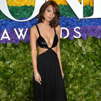 Emily Ratajkowski dons short bob at 2019 Tony Awards