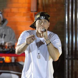 Eminem feeds festival goers pasta