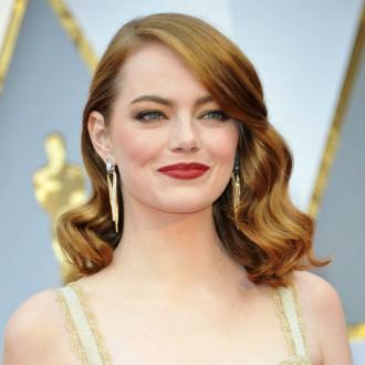 Emma Stone's 2017 Oscar's dress took 1,700 hours to create
