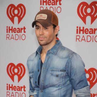 Enrique Iglesias loves bilingual songs