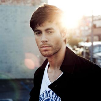 Enrique Iglesias Being Treated For Onstage Injury