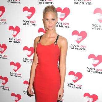 Erin Heatherton Defended By Model