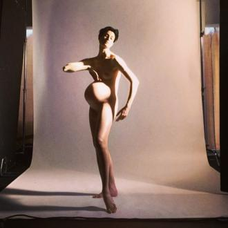 Erin O'Connor poses nude in pregnancy photoshoot