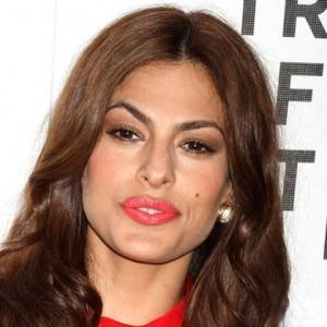 Eva Mendes Thanks 'Hairy Beast' Dad