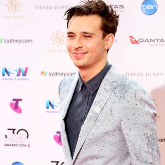 Flume dominates 2016 ARIA Awards with eight gongs