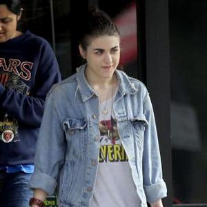 Frances Bean Cobain Advises Demi Moore's Daughters
