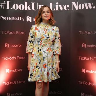 Gabrielle Aplin Backs George Ezra For John Lewis Advert