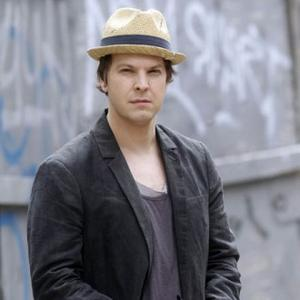 Gavin Degraw Stable In Hospital
