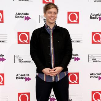 George Ezra won't party on tour
