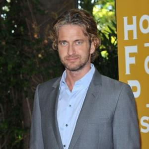 Gerard Butler '11 Out Of 10' In Bed