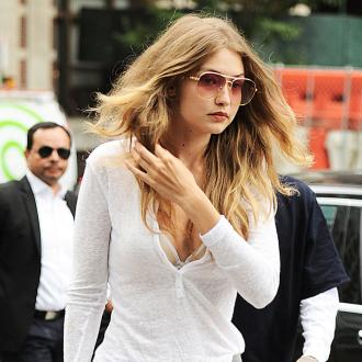 Gigi Hadid sings Broadways songs