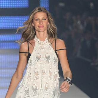 Gisele Bündchen poses nude to celebrate 20 years in the industry