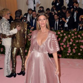 Gisele Bundchen sends support to health workers