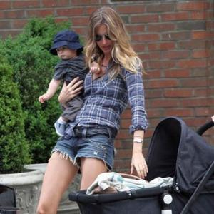 Gisele Bundchen Wants Breastfeeding Law
