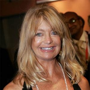 Goldie Hawn Relaxes Kids