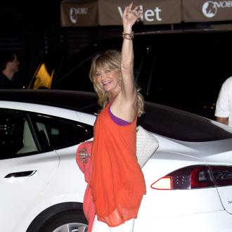 Goldie Hawn urges mothers to put their phones down