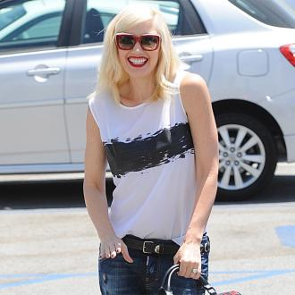 Gwen Stefani Recommends Acupuncture To Pals