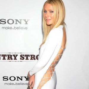 Gwyneth Paltrow Throws Dance Parties
