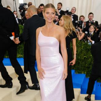 Gwyneth Paltrow performs Met Gala U-turn
