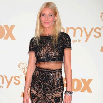 Gwyneth Paltrow Weeps For Dad