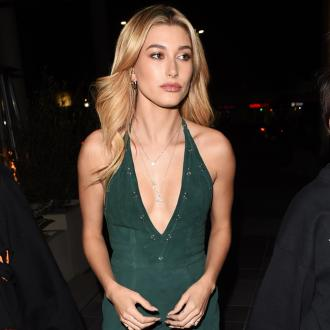 Hailey Baldwin Struggles To Perfect Winged Eyeliner