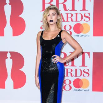 Hailey Baldwin Fangirls Over Courteney Cox At Brit Awards