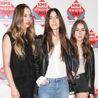 Haim Stay Healthy On Tour