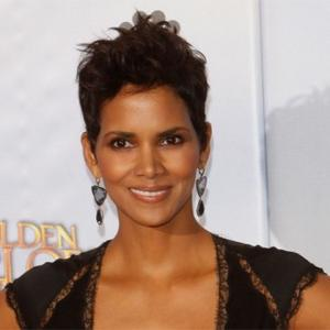 Halle Berry Breaks Foot