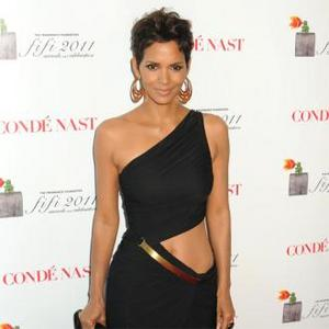 Halle Berry Keeps Shoes For Daughter