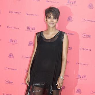Halle Berry plans quick return to work after birth