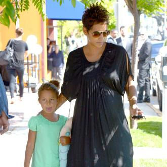 Halle Berry's Daughter Terrified Of Photographers