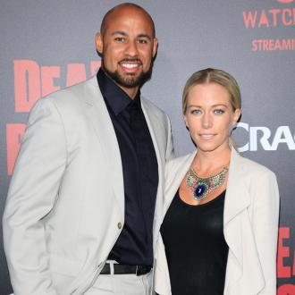 Kendra Wilkinson and Hank Baskett aren't wearing rings