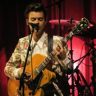 Harry Styles performs rock version of 1D songs