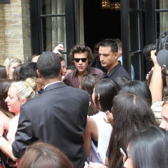 Harry Styles Crawls On Floor To Escape Fans