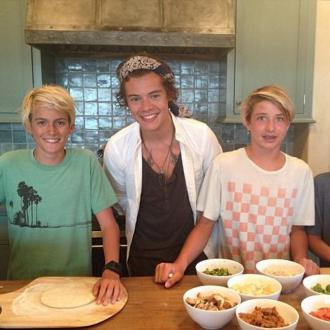 Harry Styles Makes Pizza With Cindy Crawford's Kids