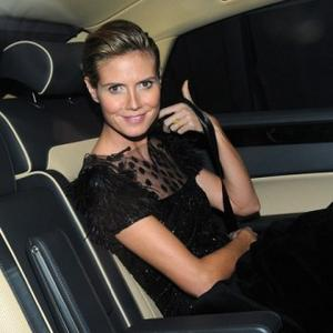 Heidi Klum To Strip For Show