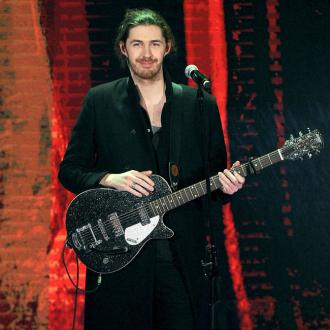 Hozier hates 'rubbing shoulders' with chart artists