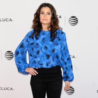 Idina Menzel sets wedding date