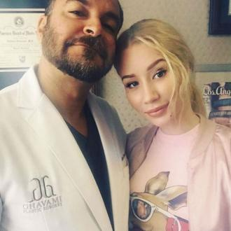 Iggy Azalea thanks plastic surgeon for 'perky boobs'