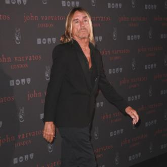 Iggy Pop tries to twerk