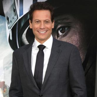 Ioan Gruffudd visits therapist for confidence boost