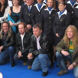 Bruce Dickinson to pilot Boeing 747 for Iron Maiden tour