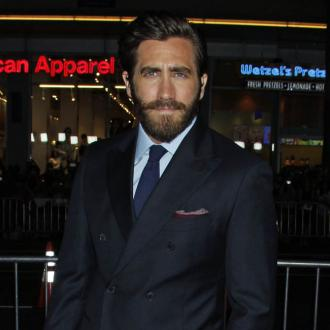 Jake Gyllenhaal responds to Amy Schumer's cake video
