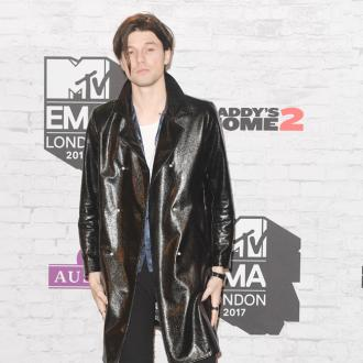 James Bay strives for equality with touring crew