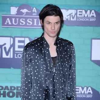 James Bay loses trademark hat