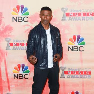 Jamie Foxx performs surprise gig in restaurant