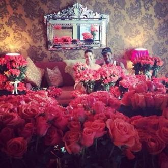 Jason Derulo Gives Jordin Sparks 10,000 Roses