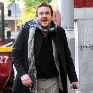 Jason Segel 'Very Comfortable' With Female Castmates