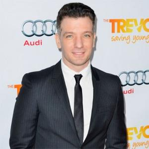Jc Chasez Saves Baby From Flying Sun Umbrella