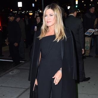 Jennifer Aniston was distracted by corpsing co-stars